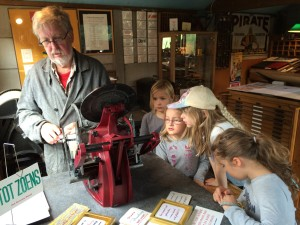kinderen in drukkerij
